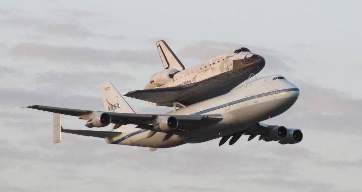 Shuttle Discovery Makes it's Final Flyby of the KSC Runway
